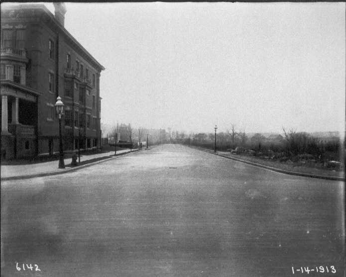 Larchwood Avenue